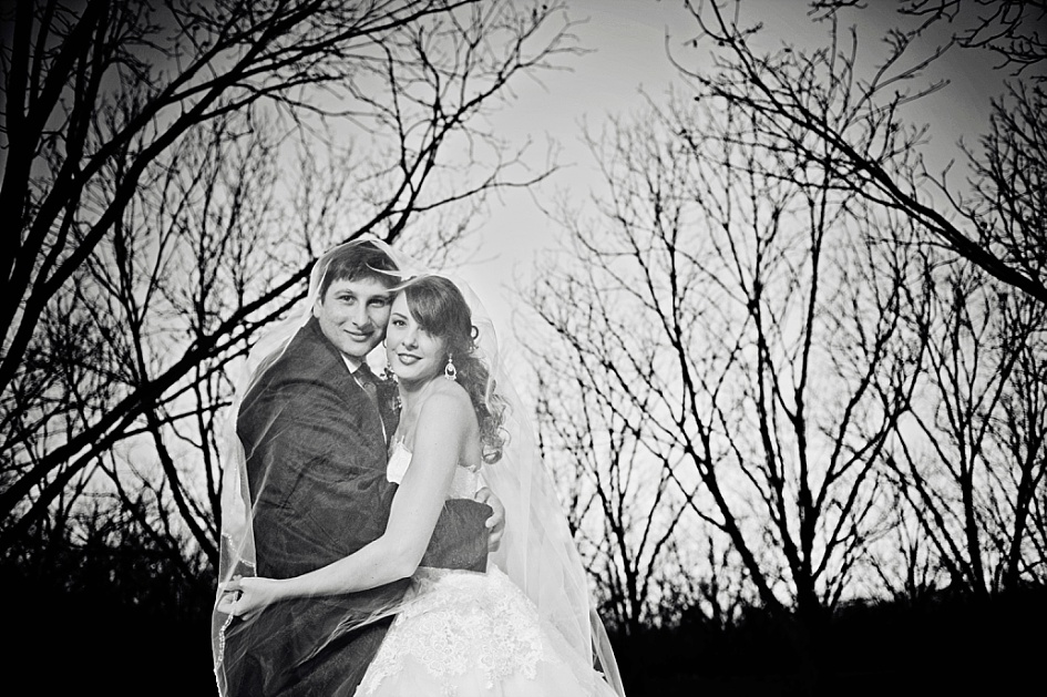 Wedding photography at green leaves