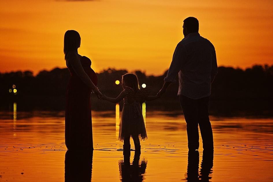 lake-sunset-family-shoot.jpg