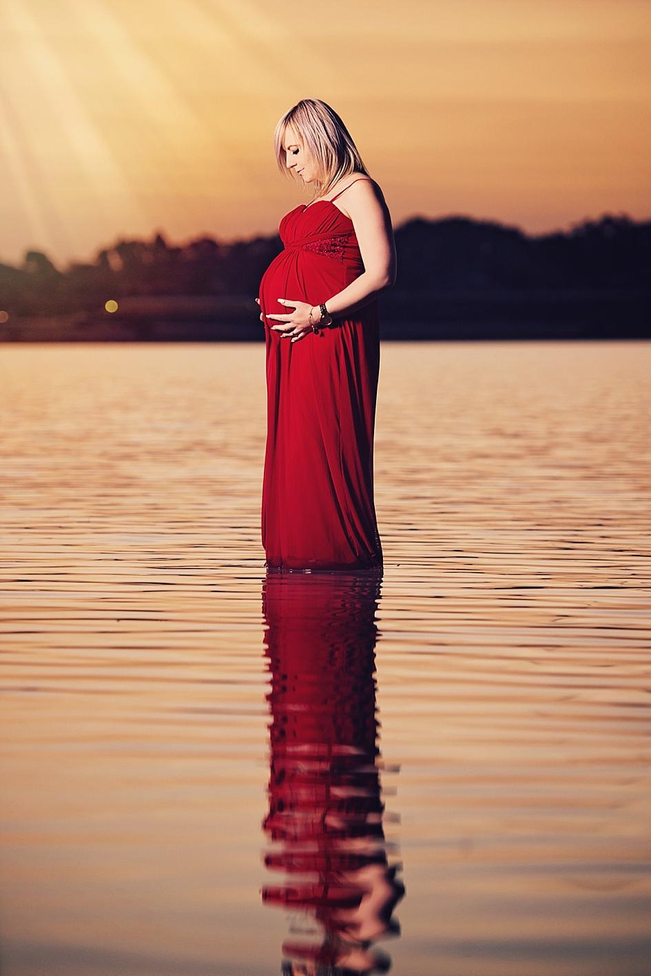 lake-sunset-maternity-shoot.jpg